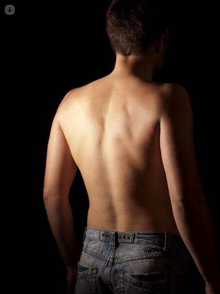 schiena di un uomo
